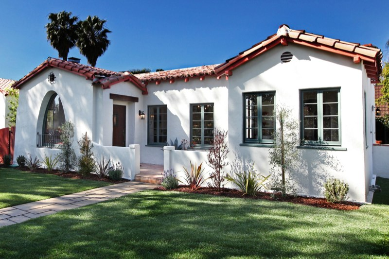 Beverly grove spanish style modop design for Modern spanish style homes